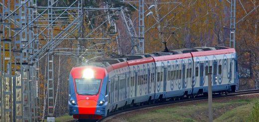 Электропоезд Ивогла ЭГ2Тв на маршруте Москва Белорусская — Усово.
