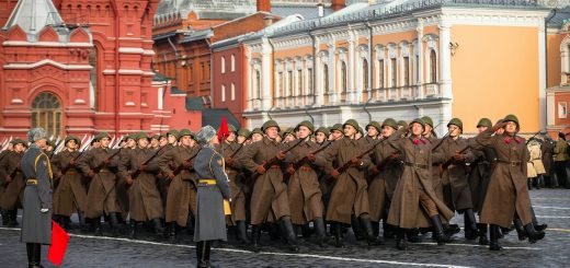 Торжественный марш  в честь годовщины легендарного парада 7 ноября 1941 года.