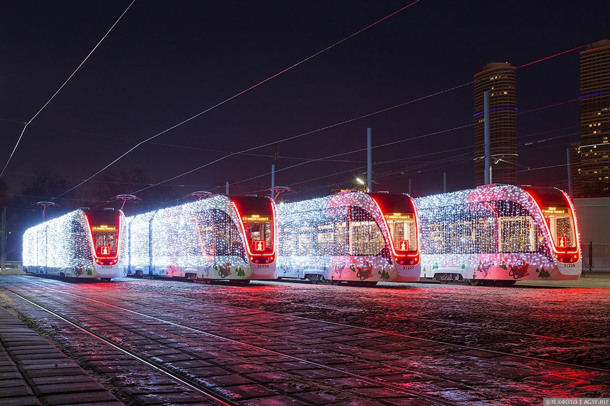 Наземный новогодний городской транспорт Москвы