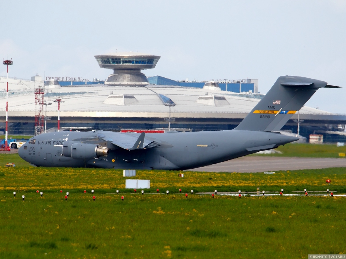 Boeing C-17А Globemaster III в аэропорту Внуково.