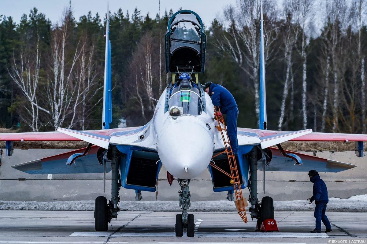 Как готовятся к полетам «Русские Витязи»