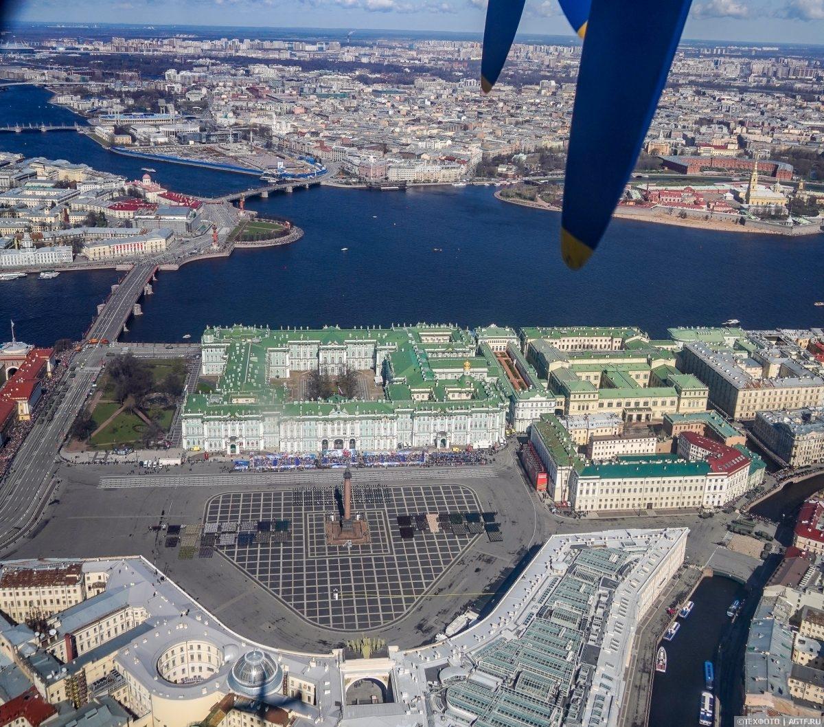 Парад Победы в Санкт-Петербурге с воздуха
