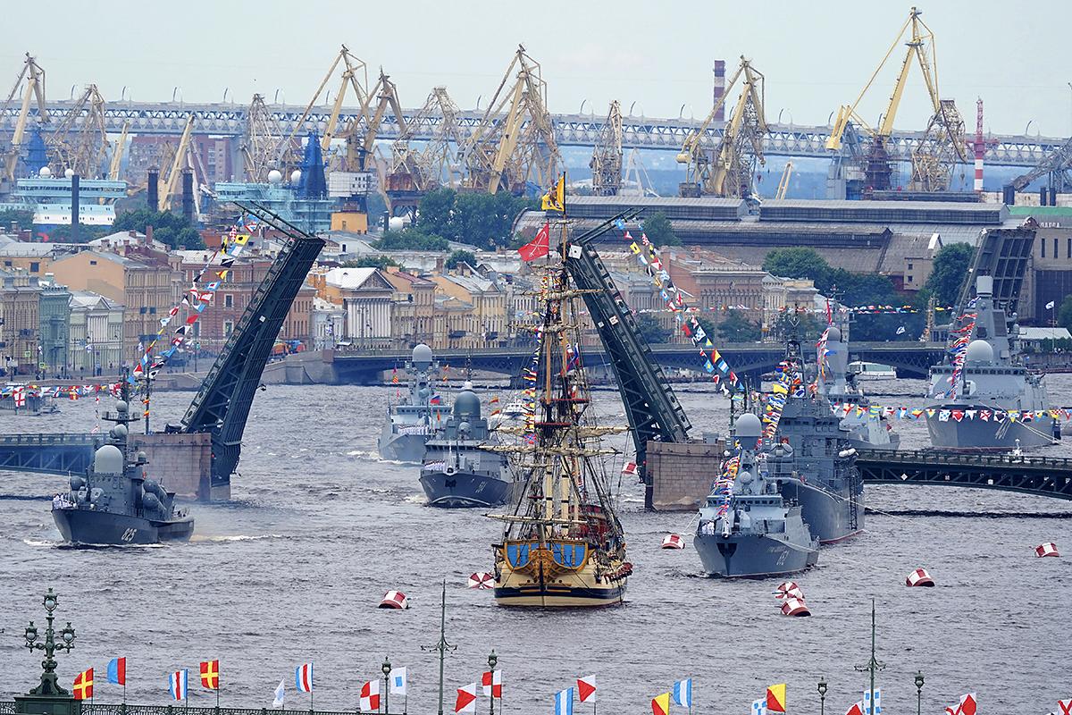 «Не взлетим, так поплаваем!» Главный военно-морской Парад 2021.